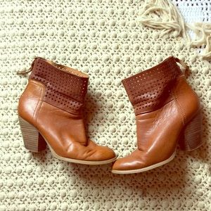 NINE WEST Boho Heeled Perforated Cowgirl Boots 6.5
